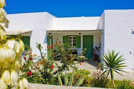Apartment in Sifnos with garden - Inap sarapan