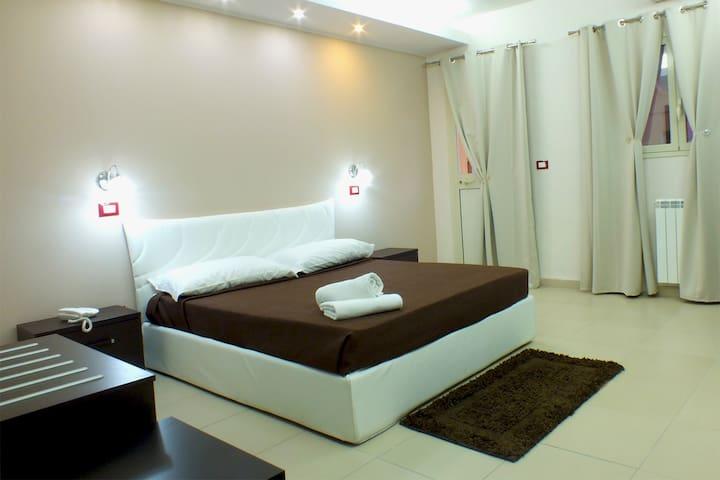 Moderna Camera Quadrupla sula mare - Vaccarizzo-delfino - 家庭式旅館