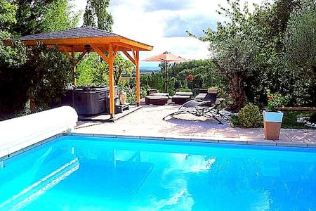 Cottage -pool 40 km from Toulouse - Huis