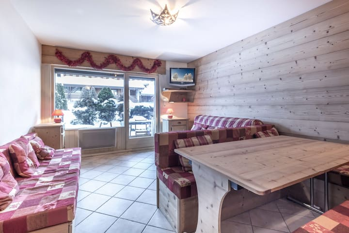 In the heart of the village, slopes nearby, nice terrace, garage