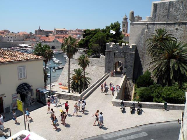 2 Dulcet Room in Old Town Dubrovnik - Dubrovnik - Hus