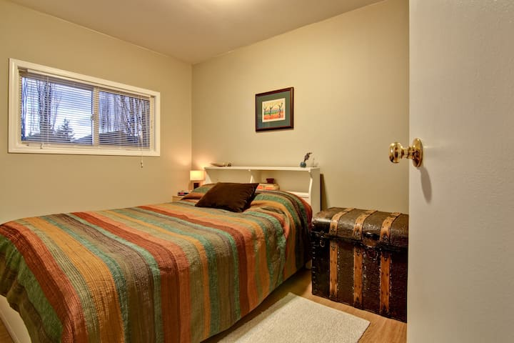 Rooms For Rent In Bowness Calgary