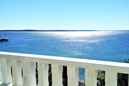 Seaview apartment, 20m from the beach, Mandre