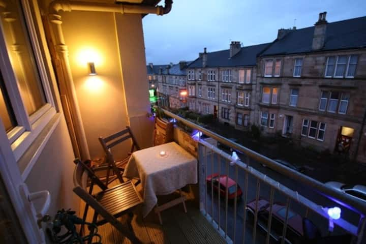 COZY Family Friendly Two Bedroom Flat with Balcony