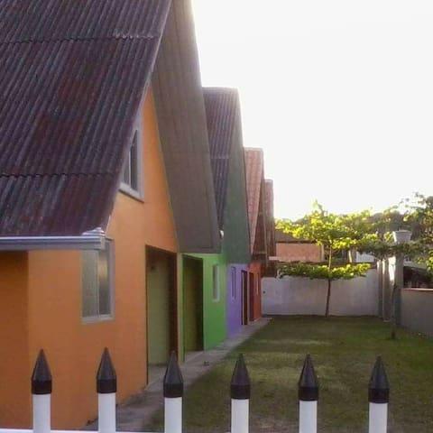 Chalé Verde Praia do Ervino com 80m²