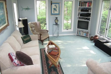 Quiet wooded privacy/ walk to town - Vineyard Haven