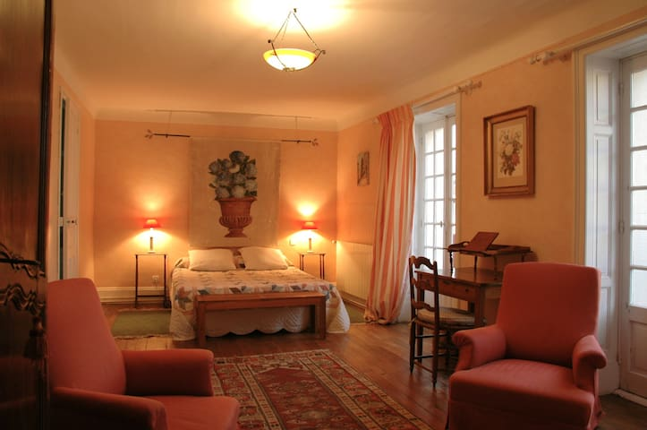 Chambre d 39 h tes pays basque houses for rent in urrugne for Chambre hote urrugne