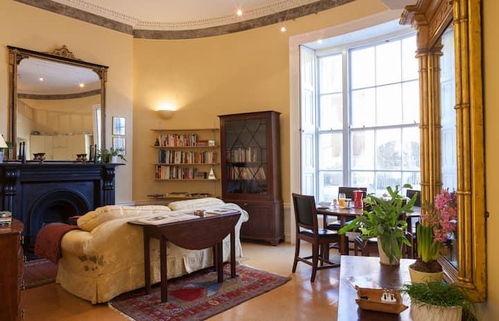 Unique Oval Georgian Studio Gr. Fl.