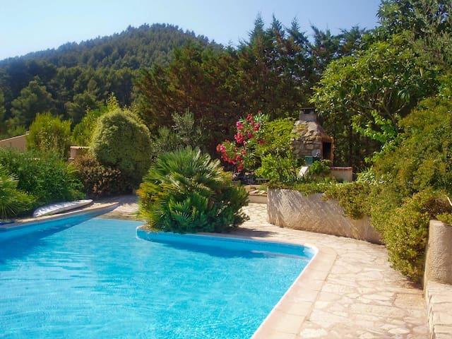 En villa, charmant appart. Expo sud - Puget-Ville - Villa