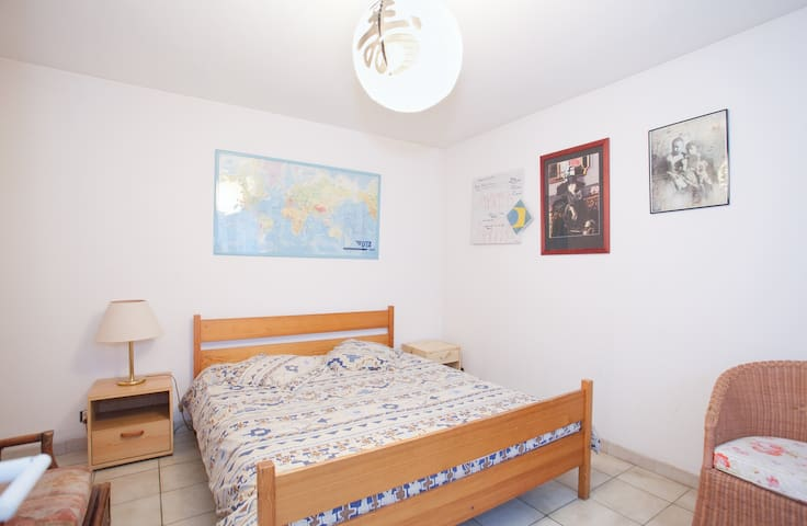 rent comfortable room in my house