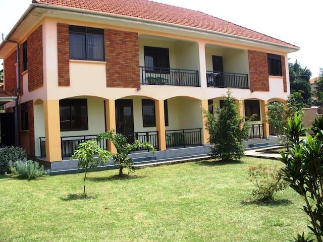Semi-Detached Furnished Hse Kampala - Kampala - House