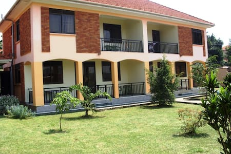 Semi-Detached Furnished Hse Kampala - Kampala - Dům