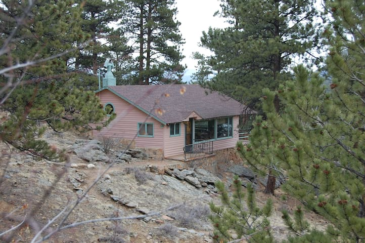 Cabin, King Bed, Views! Sleeps 6 - Estes Park - Cabaña