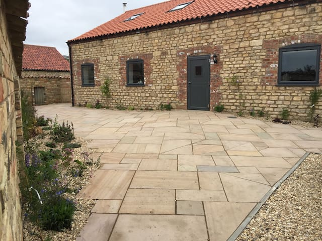 Luxury 4 bedroom house,nr Lincoln - Lincoln  - House