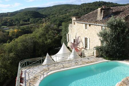 The Tower house / pool  6-8 people - Aiguèze