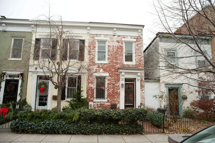 Cozy Rowhouse Near Logan Circle, Convention Center