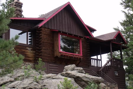 Mountain and River Views- 4 bedroom - Estes Park - 小屋