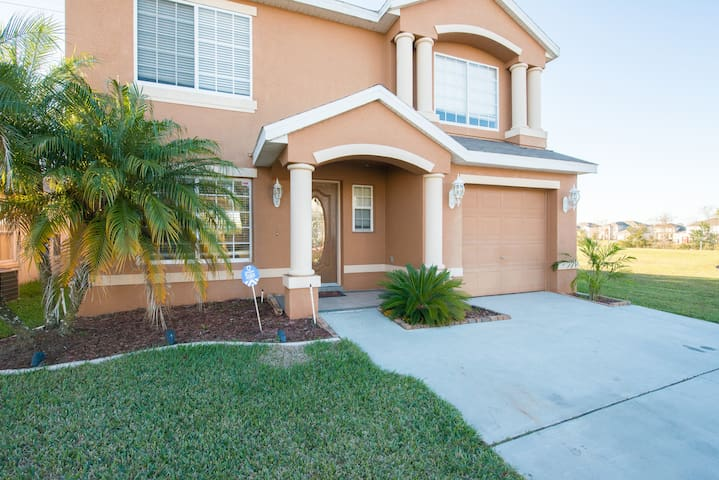 DISNEY CLOSED SPECIAL 4 BR Home with Private Pool!