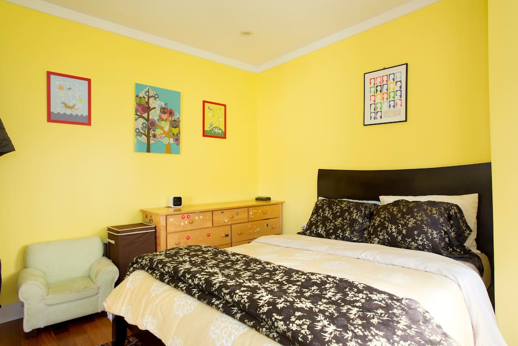 Queen size platform bed with brand new 10 inch memory foam mattress and luxurious 850 thread count sheets, in second bedroom across the hall from Master bedroom with gorgeous bay windows overlooking garden.  Great for having children next door.