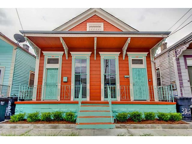 Charming Two-Bedroom With Bikes Near Bywater!