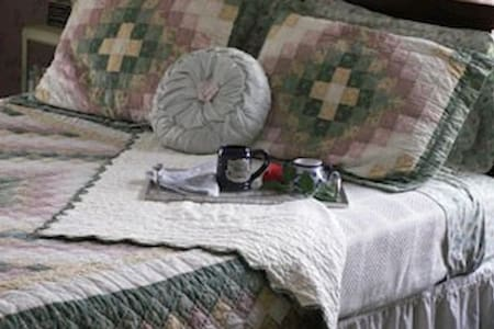 Book & Blanket Bed & Breakfast - Jay