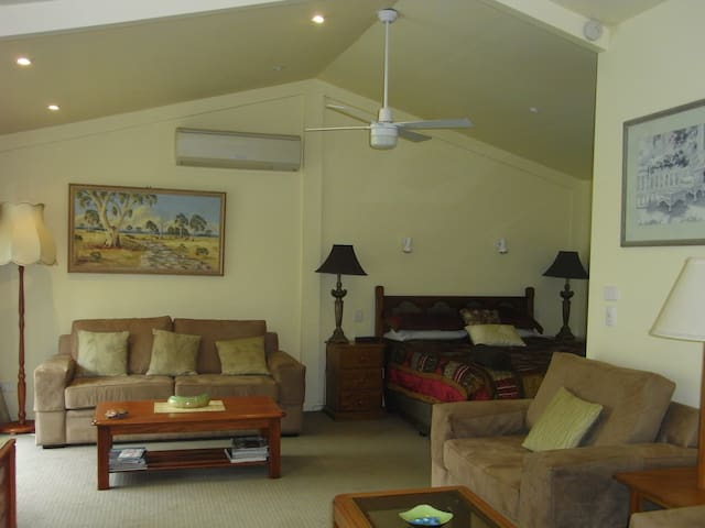 Courtsidecottage Bed and breakfast - Euroa - Bed & Breakfast