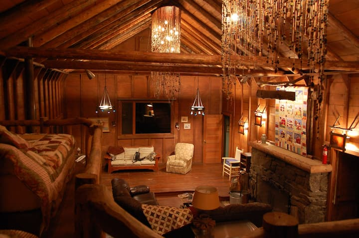 Large Cabin, Huge Great Room - 5th night 1/2 off!