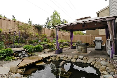 Mountain facing bedroom for 2 - Bothell