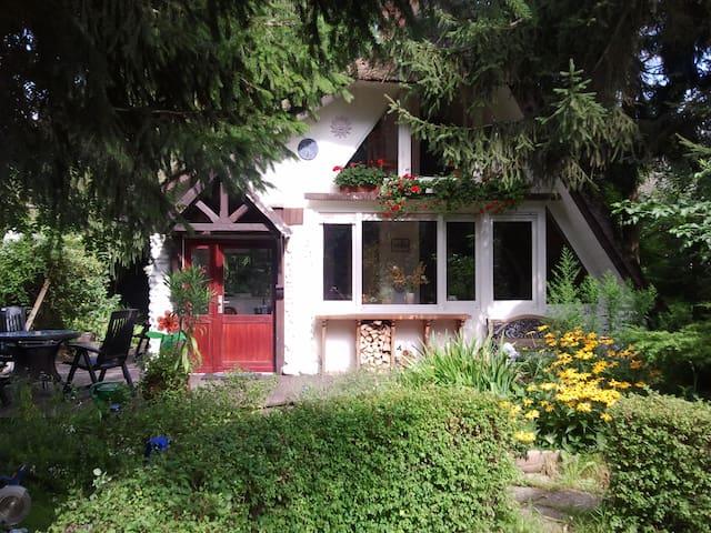 Ruhiges & charmantes Ferienhaus am Canower See