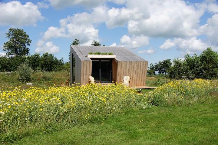 Duurzaam Tinyhouse, aan het water in Friesland.