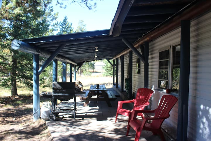 3 Bedroom Home 20 miles. from W. Yellowstone WiFi