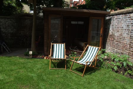 Garden Summerhouse in Hove, 2 minutes from the sea - Hove - Capanna