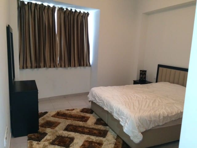 Master Bedroom with King size bed - Dubai