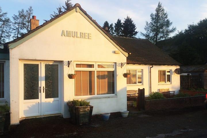 Cluarin Cottage B&B - Dinner Av :)
