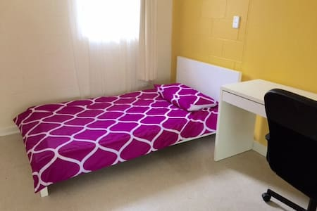 Private SINGLE ROOM Female Guest- City to Glenelg