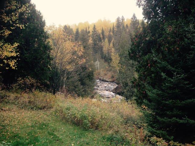 Beautiful North Shore River Retreat