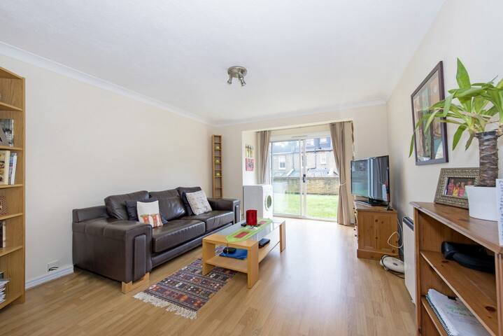 1 double bed apartment. Access to shared garden