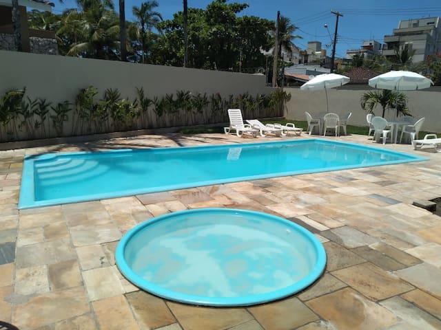 Apartamento na Enseada com piscina e lazer!