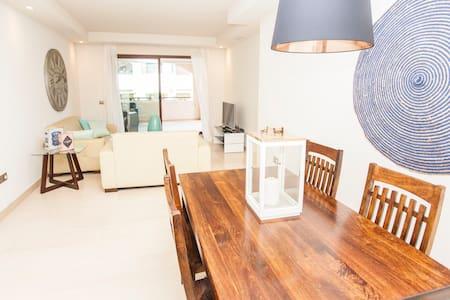 Amazing getaway & sunny 2 bedrooms flat. Wi - Fi. - Marbella - Apartment