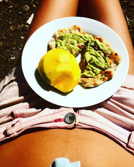 Delicious healthy food and sun bading popssibilities in the garden