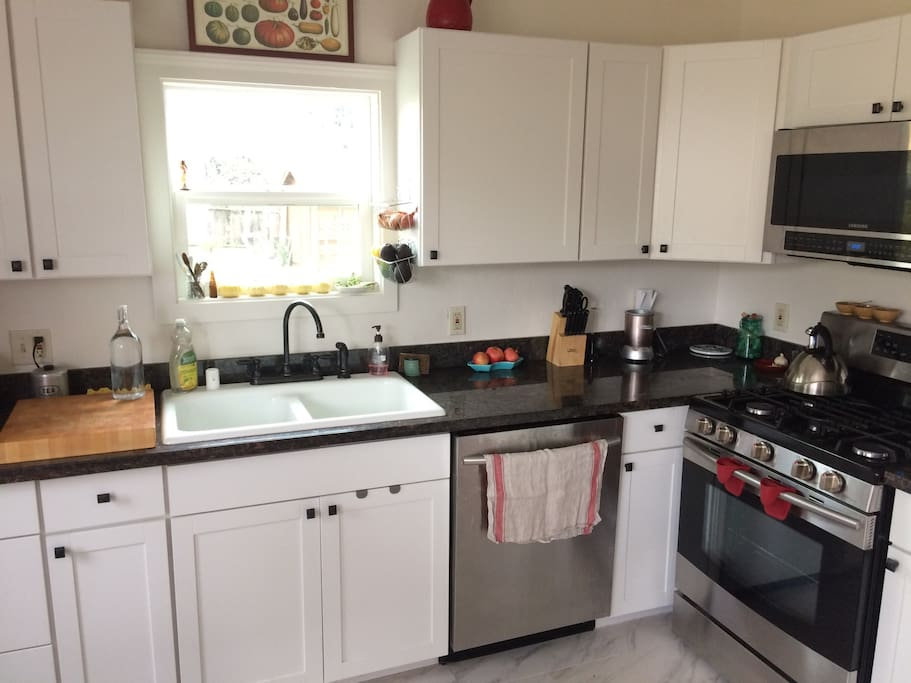 Kitchen with dishwasher and all amenities!
