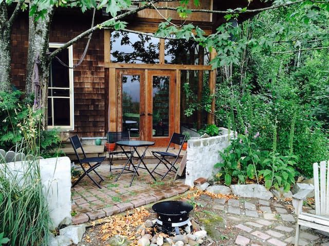 Mountainside Farm Retreat & Gateway to Adventure - Sayward - Talo