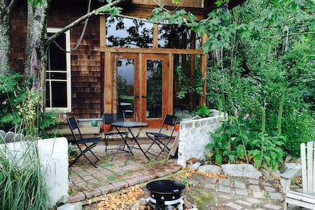 Mountainside Farm Retreat & Gateway to Adventure - Sayward - Дом