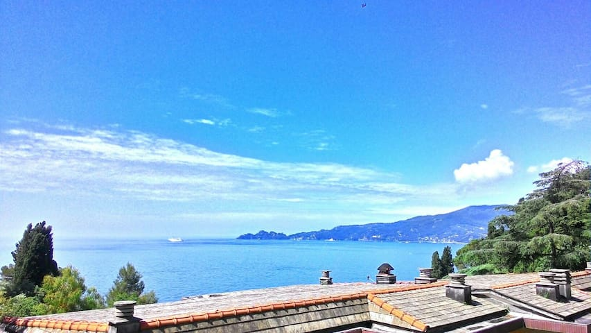 Large flat w sea view, WiFi, private beach and box - Zoagli Genova
