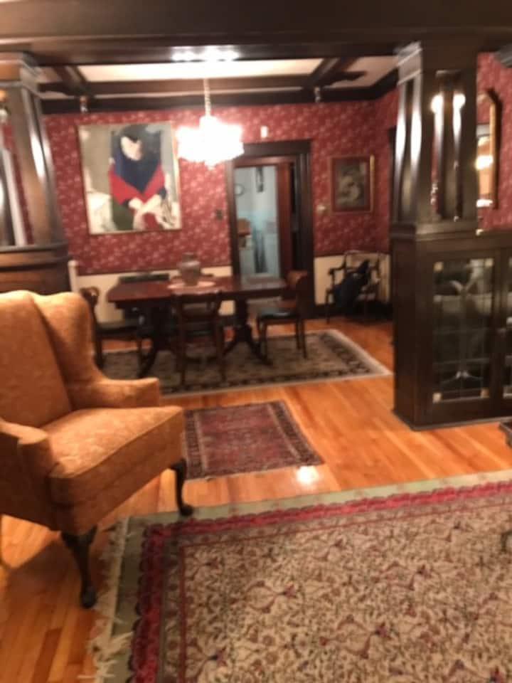 Quaint Arts & Crafts 5 Room Flat, 1st Floor