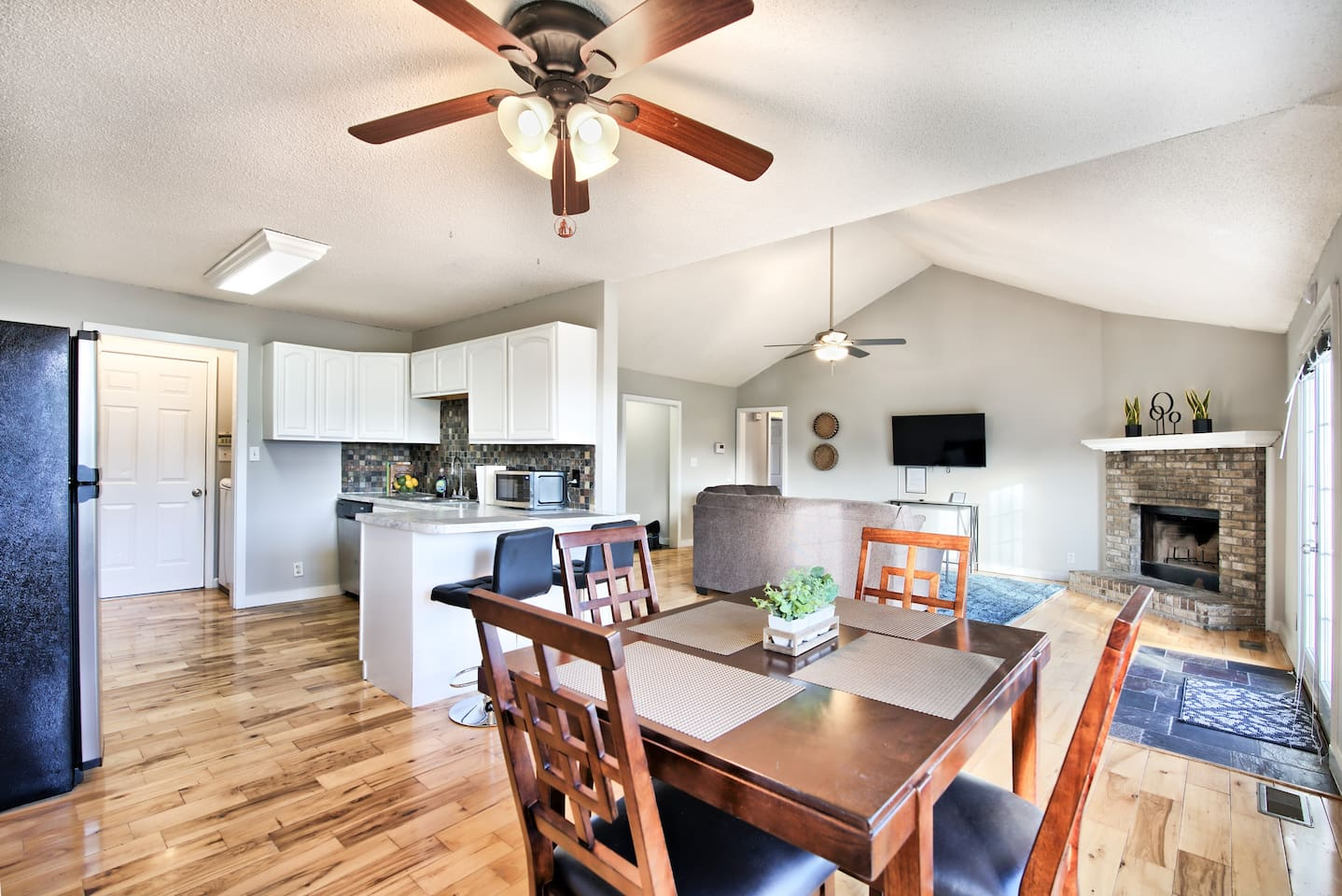 Check out this open layout! Cook, eat, watch tv, and entertain your family and friends!
