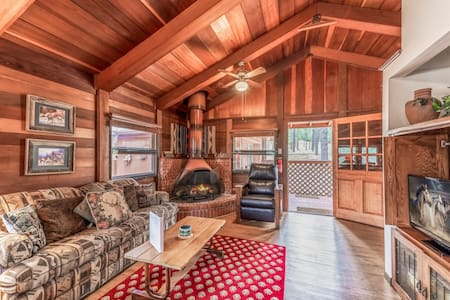 Deer Meadows: Adorable, Centrally Located Ruidoso Cabin with Private Hot Tub!