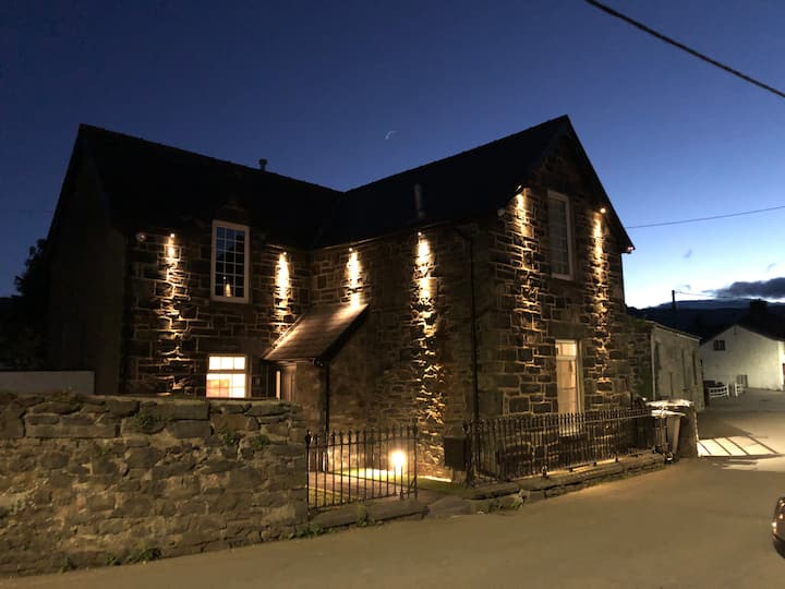Glan Aber cottage, snowdonia, Hot tub  Pool table,