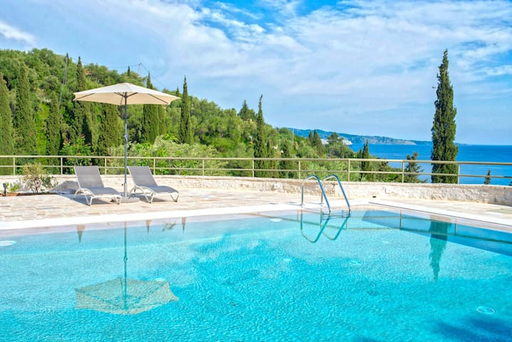 Paleopetres K-One - social distance - beach -pool