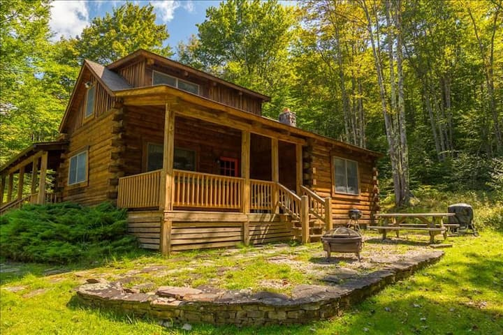 The Perfect Respite awaits! Close to Timberline Mt/skiing. Hot Tub, Fireplace  SG18